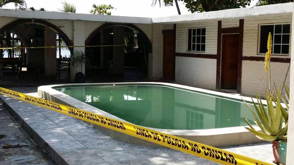 Piscina com deque piscina com deque el de julio for Piscina cubierta galapagar