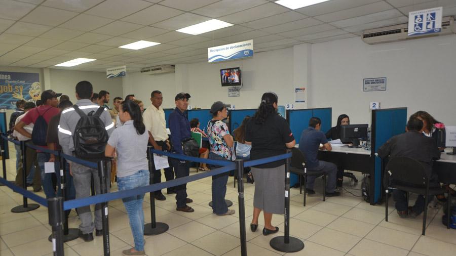 Ministerio de hacienda habilita centro de servicio del for Oficina del contribuyente
