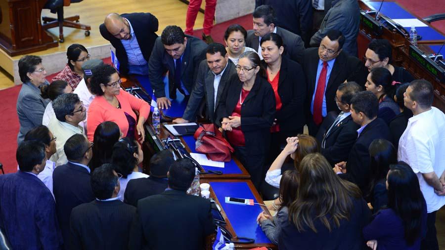 Los diputados faltistas a plenarias buscan reelección