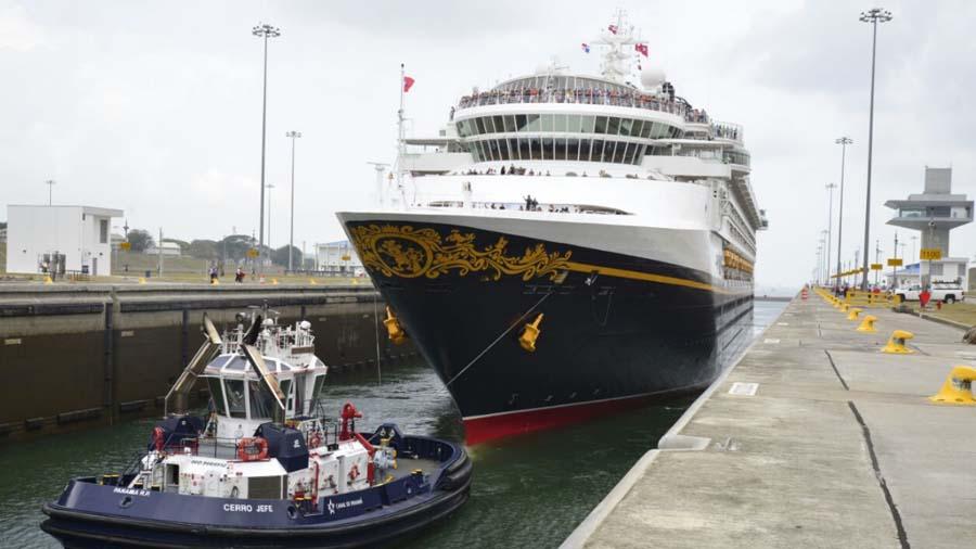 Primer buque crucero de Disney transitó por ampliación del Canal de Panamá