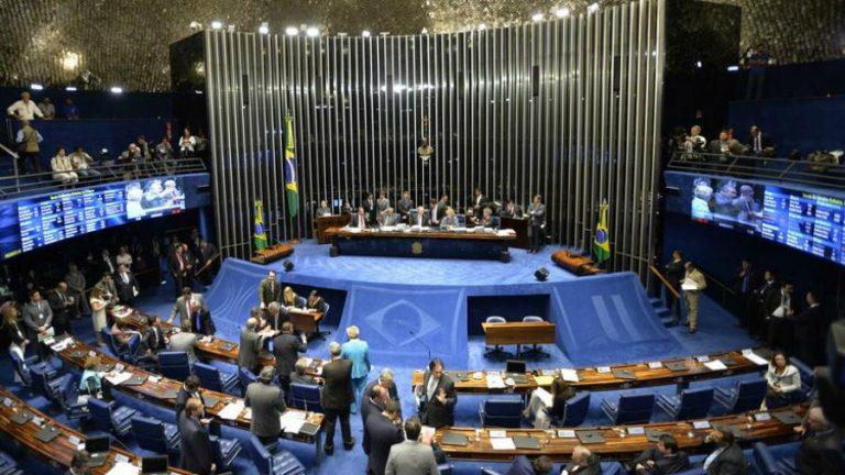 Senado aprueba proyecto para quitar fueros a políticos brasileños
