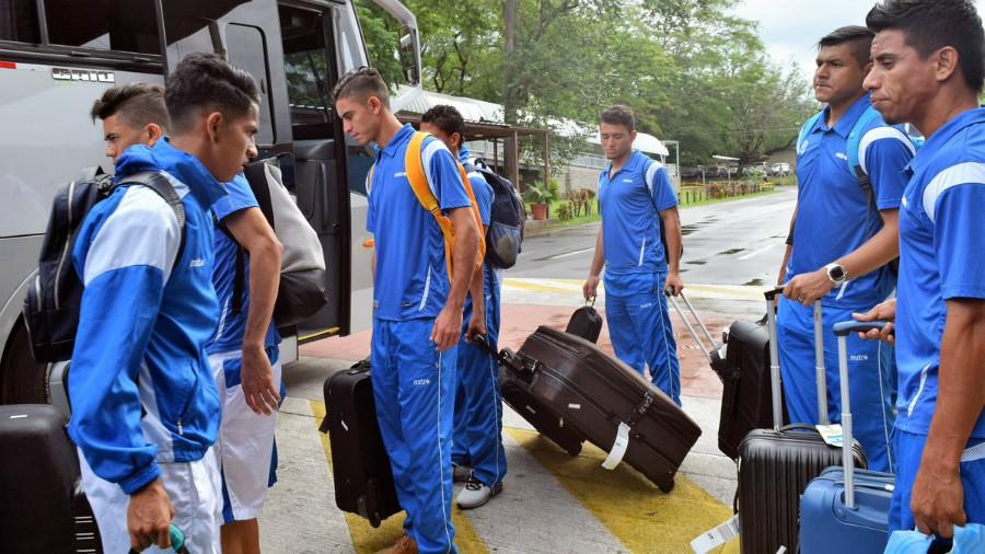 La Selecta regresa al país tras caer 3 a 0 con Ecuador
