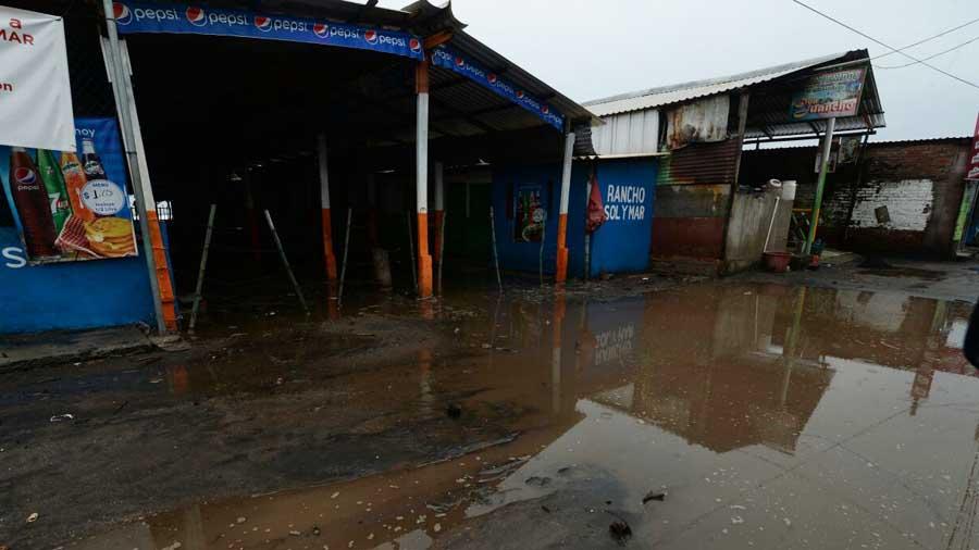 Derrumbes e inundaciones a causa de ocho días de lluvias