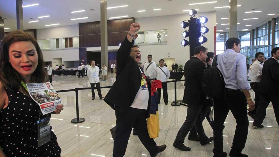 Nicolás Maduro invita al gobierno salvadoreño a relanzar el diálogo con oposición