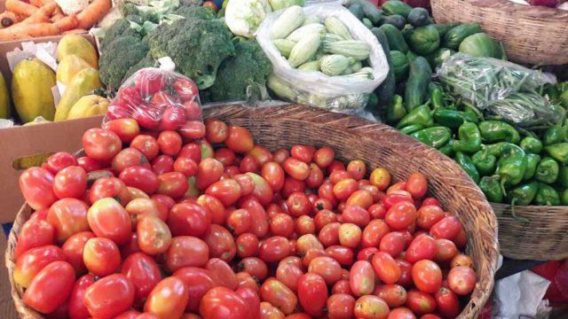 Comerciantes suben el precio de las verduras