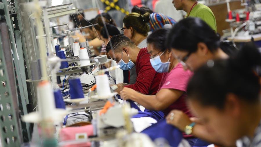 Solo dos de cada siete personas encuentran un trabajo formal en El Salvador