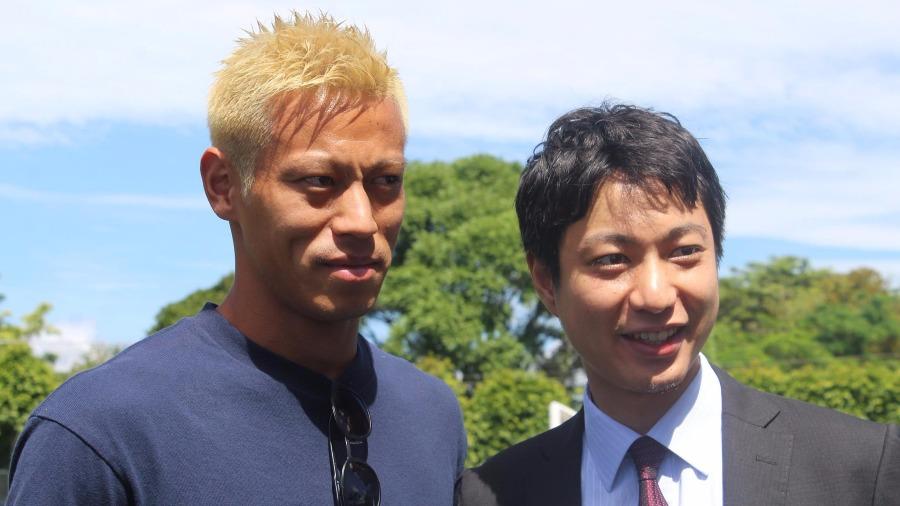 Keisuke Honda compartió con los chicos de FESA