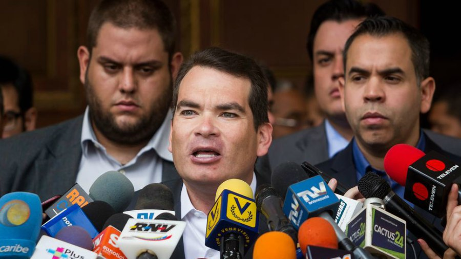 Oposición venezolana denuncia tortura a sus presos tras muerte de concejal