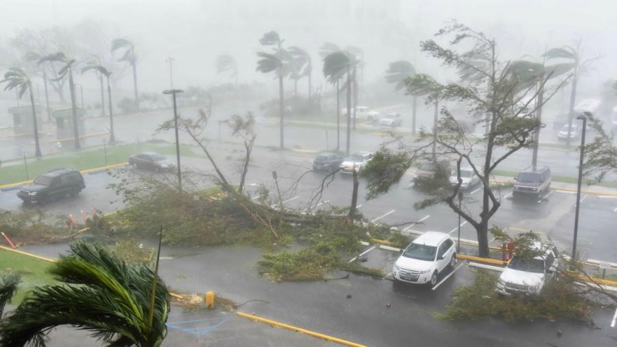 El gobernador de Puerto Rico decreta el toque de queda tras el paso de huracán María