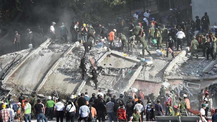 México busca entre las ruinas tras terremoto 7.1 que mató a por lo menos 223 personas