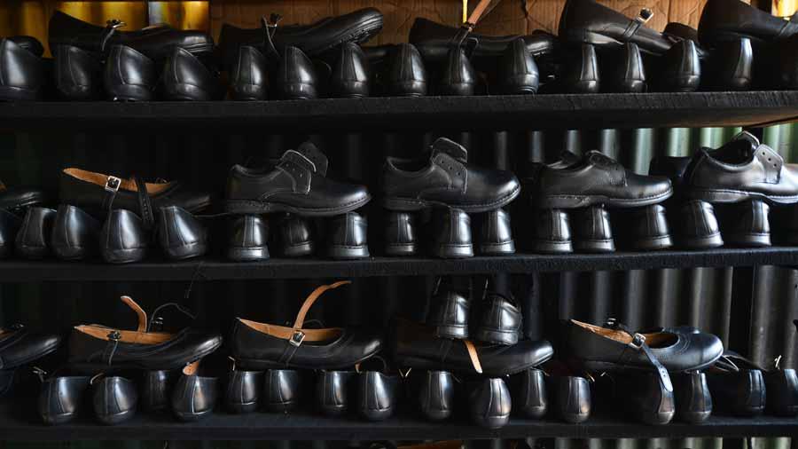 Educación les debe $17 millones a los proveedores de calzado escolar