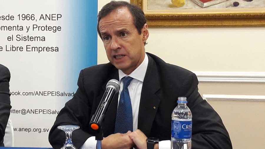 Expresidente de Bolivia advierte de peligros externos para que El Salvador genere más empleos