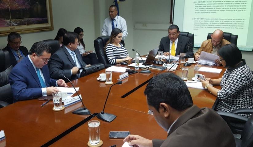 A debate alargar período de diputados y alcaldes