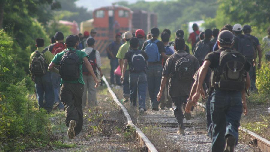 Inmigrantes de Centroamérica desbordan albergues en Estados Unidos