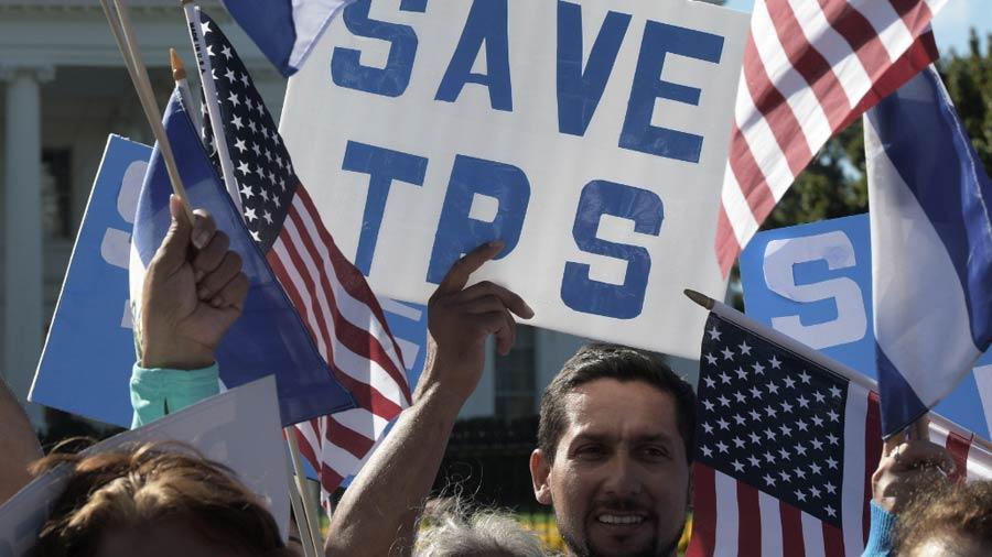 El futuro es incierto para los 195,000 salvadoreños con TPS