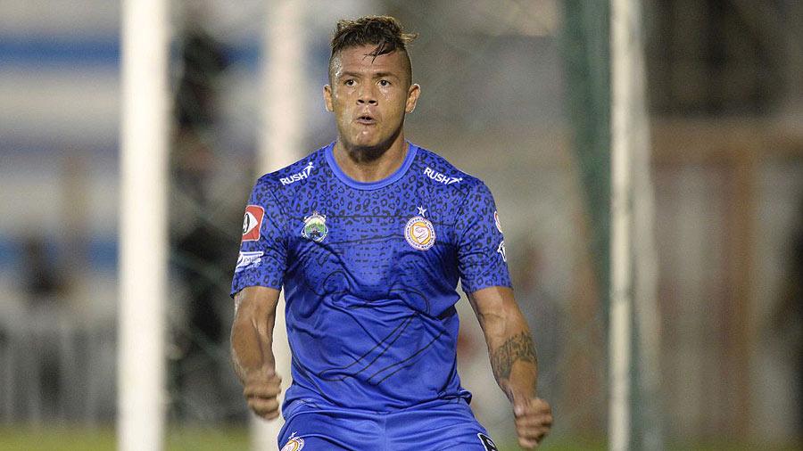 Isidro Metapán sacó leve ventaja en las semifinales