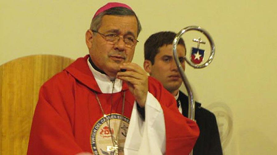 El papa envía experto a Chile para investigar caso de obispo acusado de abuso sexual