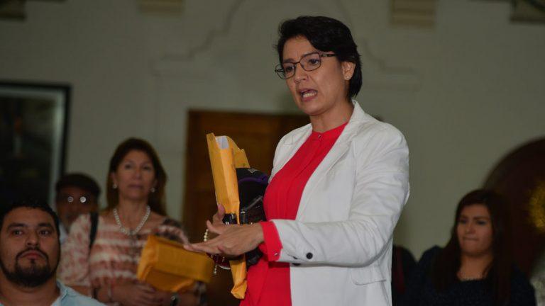 Sala admite demanda contra concejo municipal y pide restituir a Ana Xochitl Marchelli