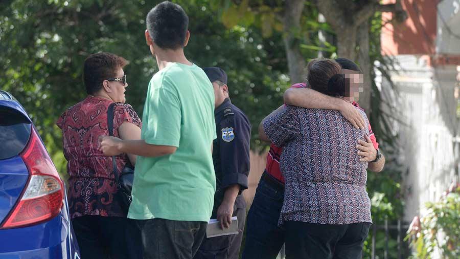 Hombre mata a esposa e hijo, incendia su casa y se suicida