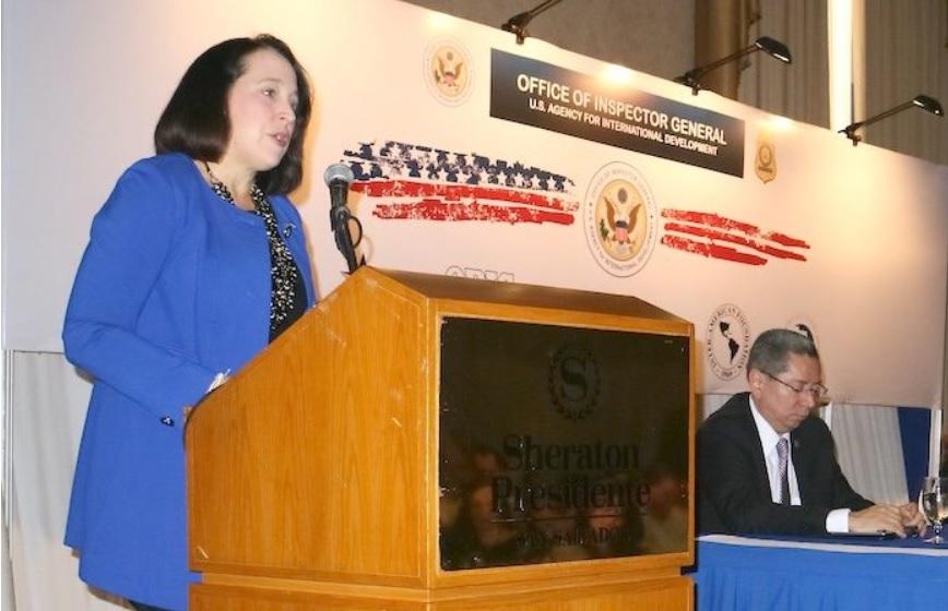 """Embajadora EE. UU. llama a luchar """"unidos"""" contra la corrupción"""