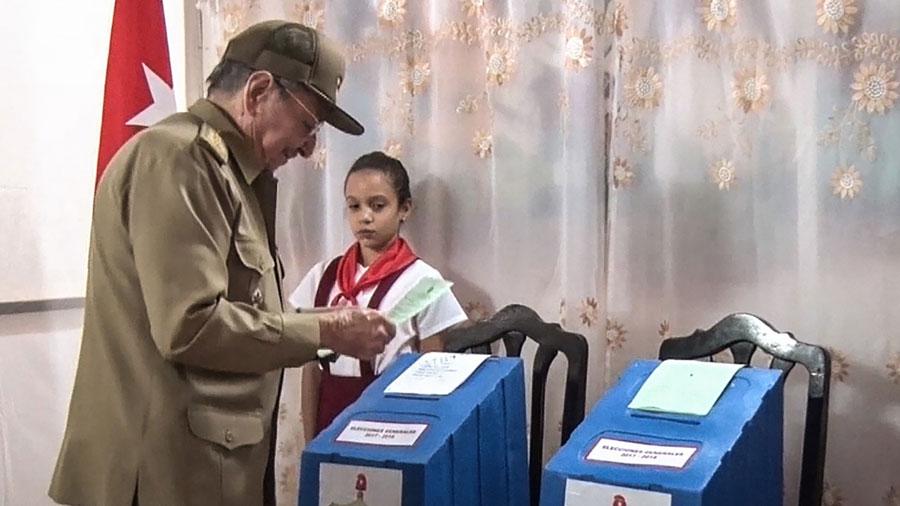 """El """"sucesor"""" de Castro celebra por las elecciones en Cuba"""