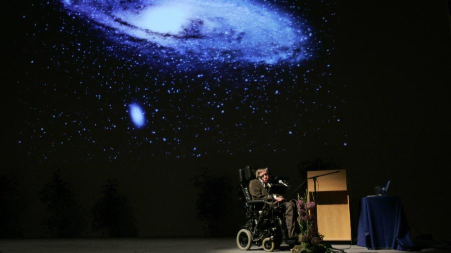 Stephen Hawking, el científico que sin poder moverse hizo grandes aportes a la humanidad