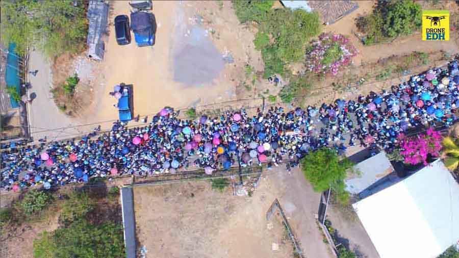Cientos de feligreses entierran a sacerdote de San Miguel