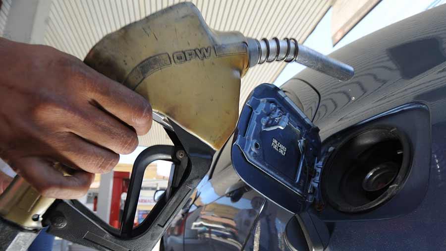 Precios del combustible bajan en el país pero solo sería momentáneo