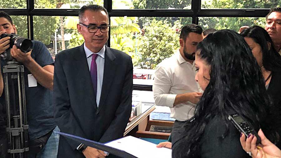 Tres abogados ligados a FMLN siguen de candidatos a la Corte