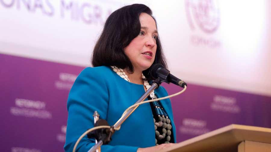 Inseguridad y falta de trabajo causan éxodo, dice embajadora EE.UU.