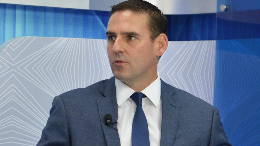 Alcalde de San Salvador cerrará plazas de asesores en la comuna