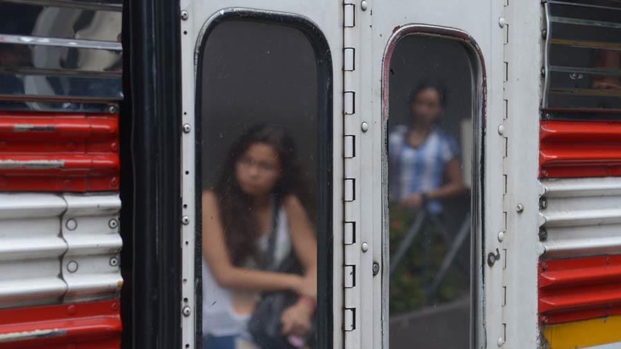 Mujeres no denuncian que son víctimas de acoso sexual en el transporte público