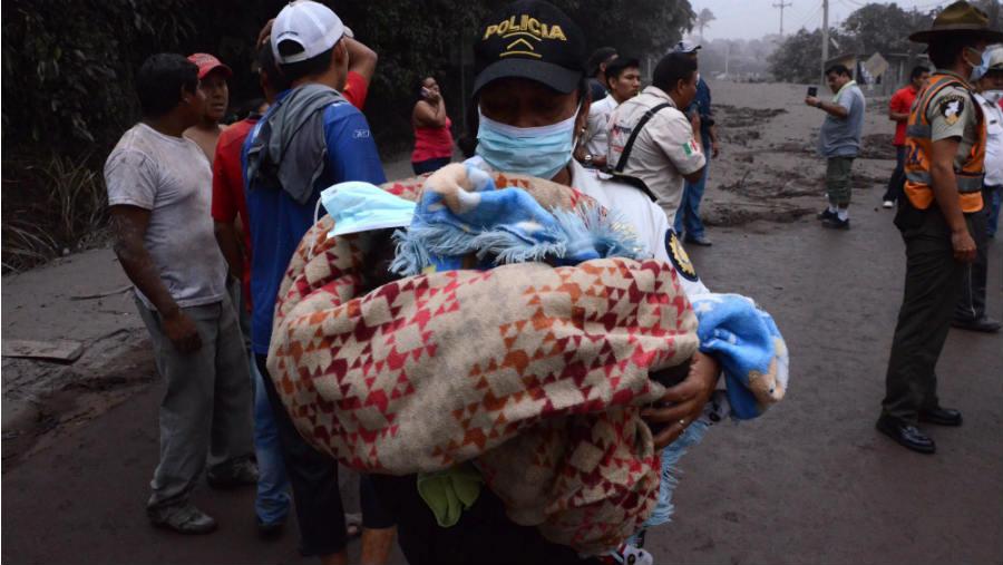 Se eleva a 62 los muertos por erupción en Guatemala