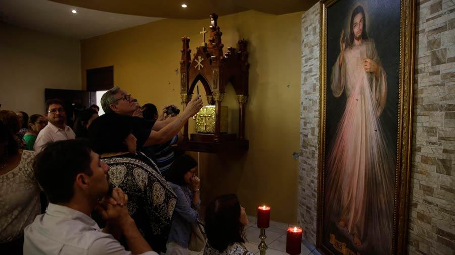 Mujer agrede con ácido sulfúrico a sacerdote en Nicaragua