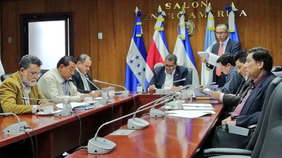 Asamblea retrasa deliberación de elección de magistrados para la CSJ