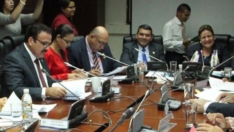 Diputados pactan eliminar cobros indebidos de ANDA
