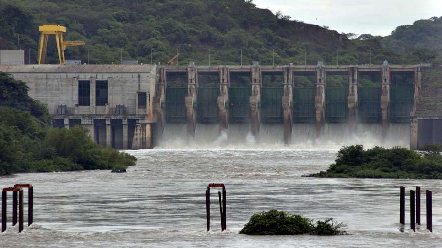 Se reduce generación de energía hídrica y aumenta con búnker