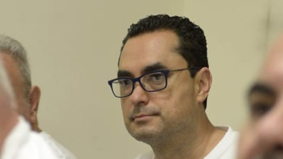 César Funes acepta que recibió $1 millón de fondos públicos
