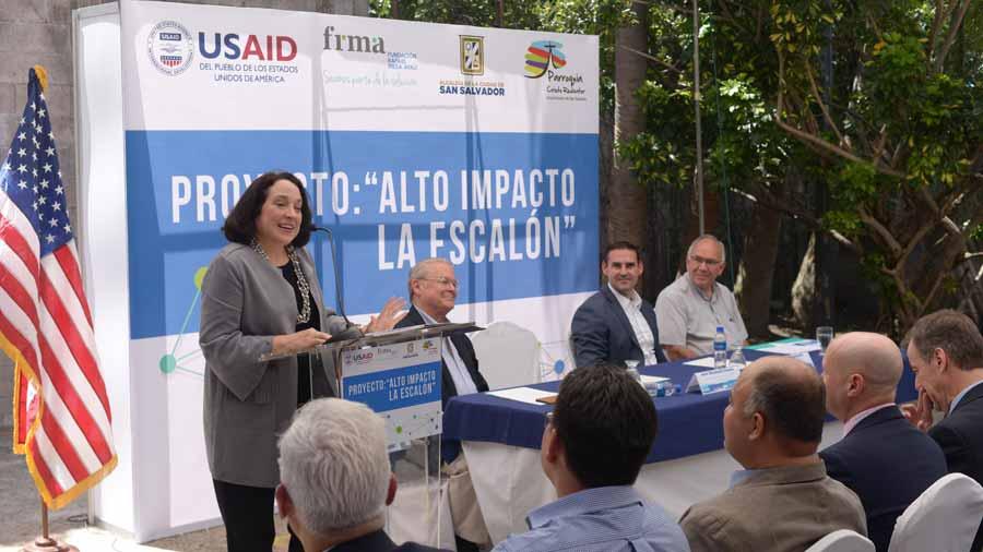 Embajadora de EE.UU. destaca labor de Fiscalía en combate a la corrupción