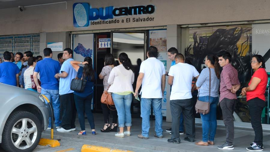 INFOGRAFÍA: Solo 3 % de 43,000 jóvenes ha pedido DUI para votar en 2019