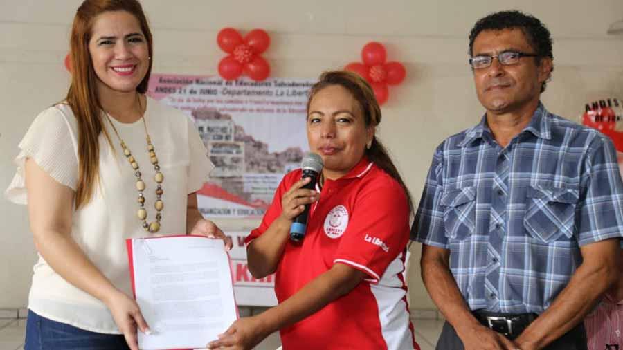 Organizaciones en La Libertad externan apoyo a Karina Sosa