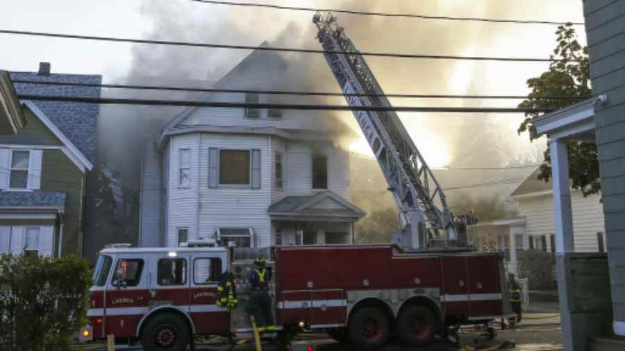 39 casas en llamas por explosiones de gas en Massachusetts