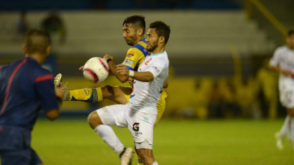 Alianza empató con polémica ante Limeño