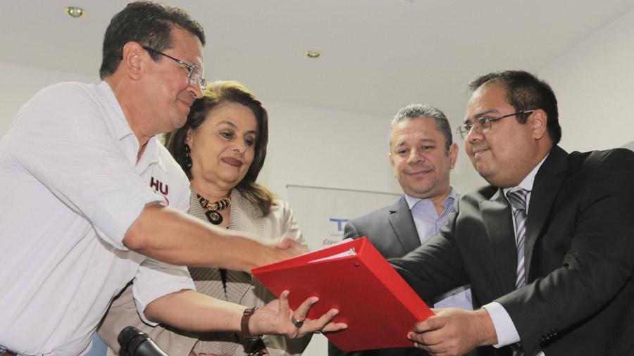 Fórmula presidencial del FMLN se inscribe ante el TSE