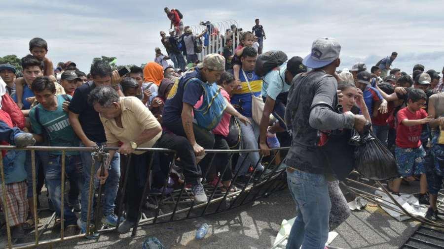Niño hondureño que viajó solo en caravana hacia EE.UU. se fue sin permiso, dicen sus padres