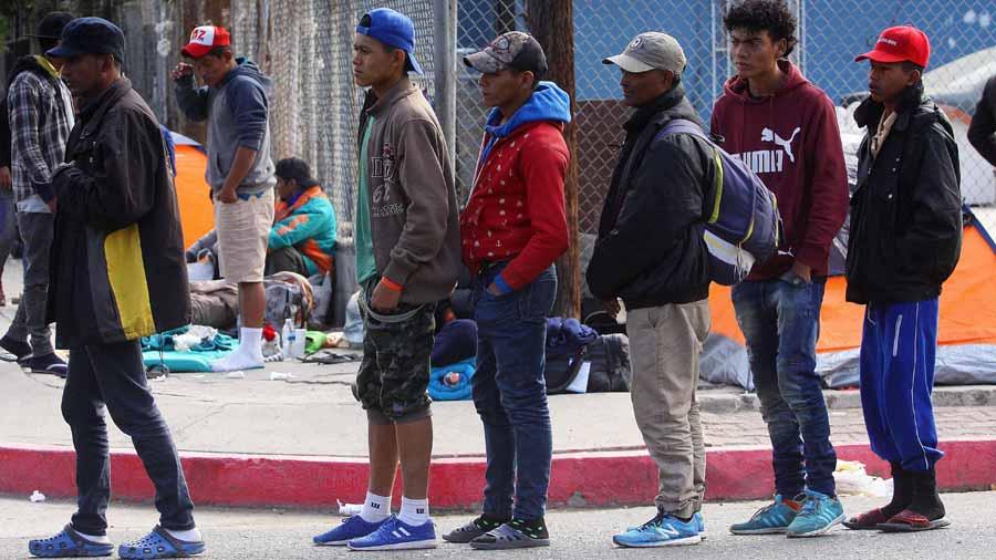Nueva protesta contra primer grupo de inmigrantes en Tijuana