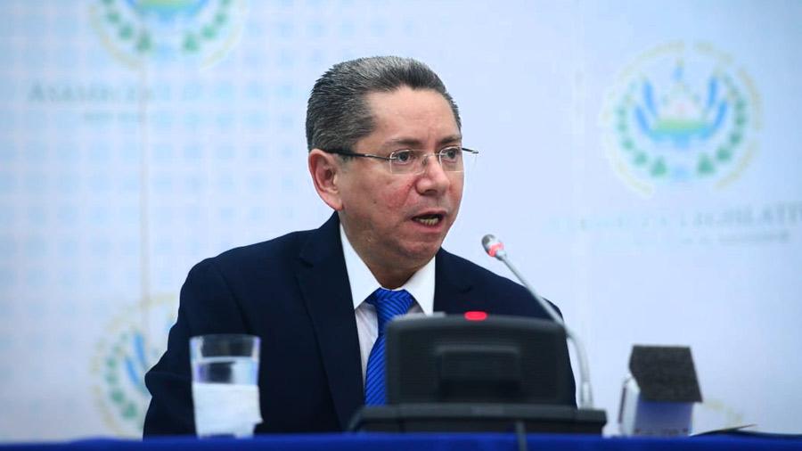 Fiscal Douglas Meléndez se presenta ante comisión legislativa en busca de reelección