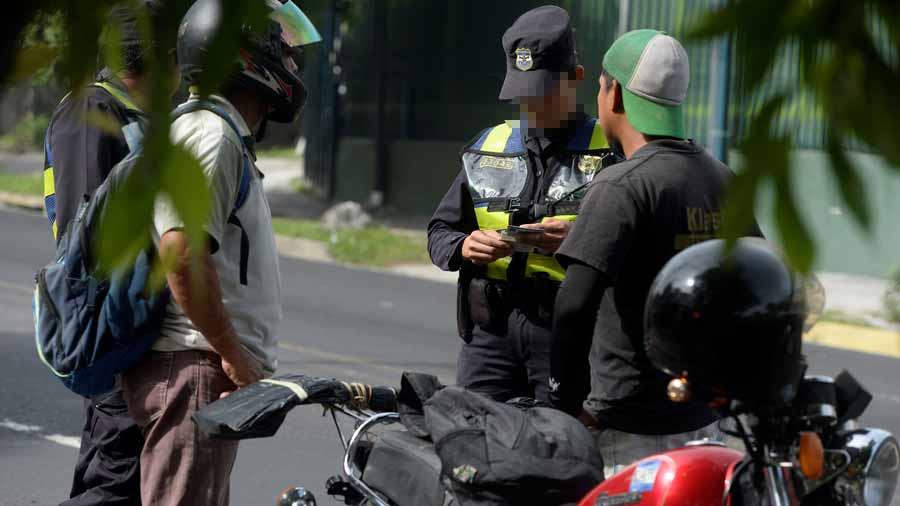 Manejar sin tener licencia, la infracción de tránsito que más se comete en El Salvador