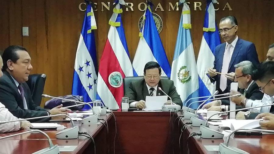 Subcomisión especial define las fechas para entrevistar a los 33 candidatos a Fiscal General