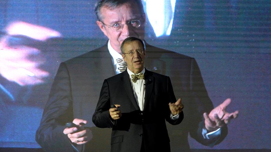 """Expresidente de Estonia: """"Podemos vencer la corrupción usando la tecnología"""""""